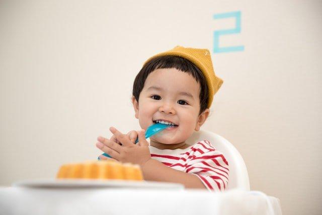 toddler having dinner